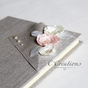 Livre d'or { Vintage Polka } en toile de lin, dentelle et fleurs de satin artisanales