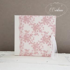 Livre d'or pour Mariage ou baptême { Dentelle de tulle rose} et pompon de ruban, coloris rose et blanc