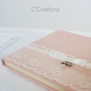 Livre d'or mariage { Soie Sauvage } Doupion de soie rose poudré et dentelle, ruban de satin, nœud argenté et perle nacrée
