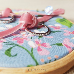 Porte-alliances Tambour { Spring } coton fleuri printanier, ruban de velours et cristal