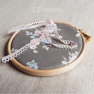 Porte-alliances Tambour { Bertille } coton fleuri vintage, dentelle et cristal